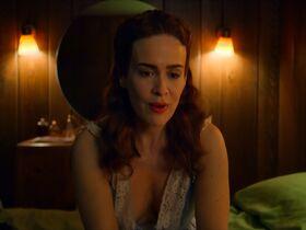 Сара Полсон секси - Рэтчед s01e03 (2020) #8
