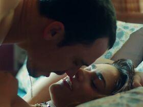 Мириам Леоне голая - Любовь под домашним арестом (2019) #8