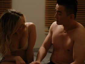Оливия Хэмилтон секси - Держись крепче и удачи (2020)