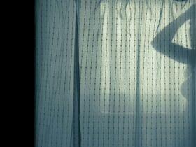 Аманда Сайфред, Эмили Уикершем - Игра на выживание (2012)