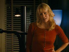 Кэтрин Кинер голая, Элизабет Беркли секси, Бриджит Уилсон голая - Настоящая блондинка (1997) #32