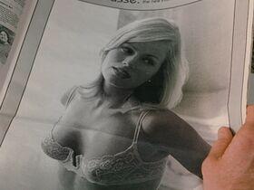 Кэтрин Кинер голая, Элизабет Беркли секси, Бриджит Уилсон голая - Настоящая блондинка (1997) #36