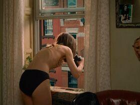 Кэтрин Кинер голая, Элизабет Беркли секси, Бриджит Уилсон голая - Настоящая блондинка (1997) #8