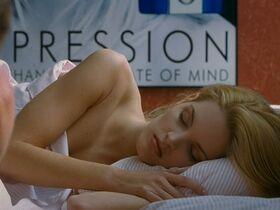 Кэтрин Кинер голая, Элизабет Беркли секси, Бриджит Уилсон голая - Настоящая блондинка (1997) #9