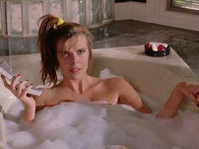 Мими Крэйвен голая, Джози Биссет секси - Майки (1992) #2