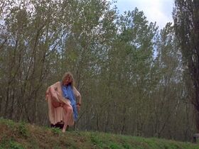 Джилл Клейбёрг голая - Луна (1979) #13