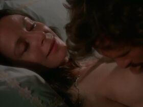 Сара Майлз голая - Моряк, который потерял милость моря (1976) #17