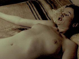 Эмили Уотсон голая — Рассекая волны (1996)