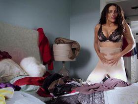 Пола Пэттон секси — Выдача багажа (2013)