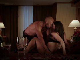 Пола Пэттон секси — Выдача багажа (2013) #2