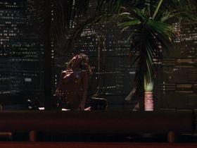 Тери Вейгель голая — Хищник 2 (1990) #2