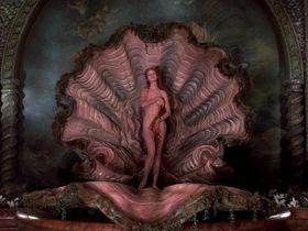 Ума Турман голая — Приключения барона Мюнхгаузена (1988)