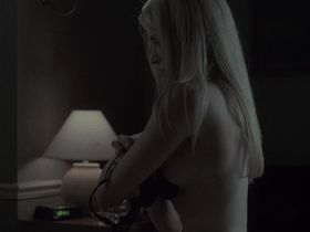 Лори Хёринг голая — Последняя истина (2001) #1