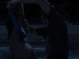 Виржини Ледуайен голая — Пляж (2000)