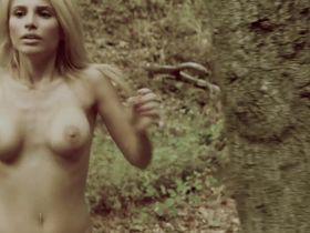 Жак Холлэнд голая — Монстры в лесах (2012)