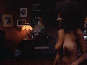Пэм Гриер голая — Наемный убийца (1972) #1