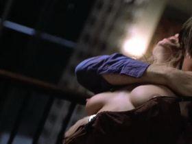 Тара Рид голая — Обнаженные тела (1999)
