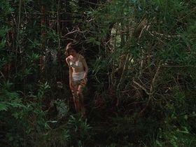 Элизабет МакГоверн голая — Наперегонки с луной (1984) #3