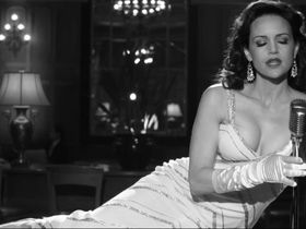 Карла Гуджино секси — Отель «Нуар» (2012)