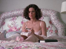 Сигурни Уивер секси — Деловая женщина (1988) #3